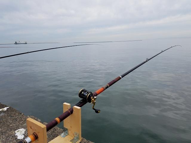 垂らし釣りの竿立て