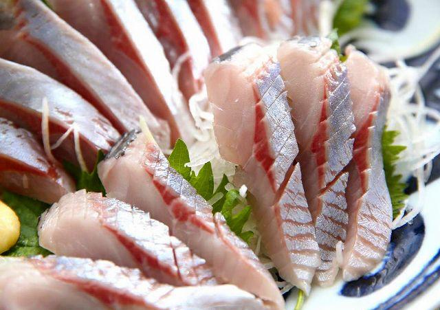 ニシンのお刺身。新鮮でないと食べられないまさに釣り人の特権。